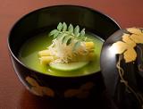 うすい豆吉野仕立 毛蟹真丈 竹の子 沢煮野菜木の芽